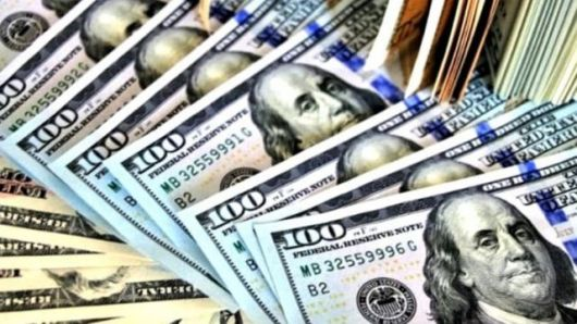 <p>¿Desdolarizar la economía?: queman los pesos en la mano y su demanda es la más baja en 18 años</p>