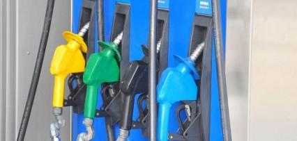 """<p>Las petroleras aplicaron la décima suba y el """"arrastre"""" anual es del 40%</p>"""