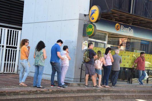 <p>Este miércoles 8 arranca el pago del plus de 2.900 pesos</p>