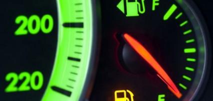 <p>Desde este sábado va a ser más caro llenar el tanque: cuánto aumentan las naftas de YPF</p>