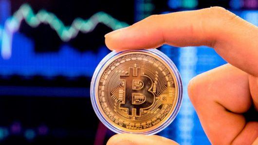 Una criptomoneda, 10 pronósticos: los expertos te anticipan a cuánto puede subir el precio del Bitcoin en 2021