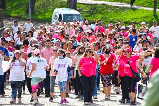 Gran convocatoria en la Caminata Rosa para concientizar sobre el Cáncer de Mama